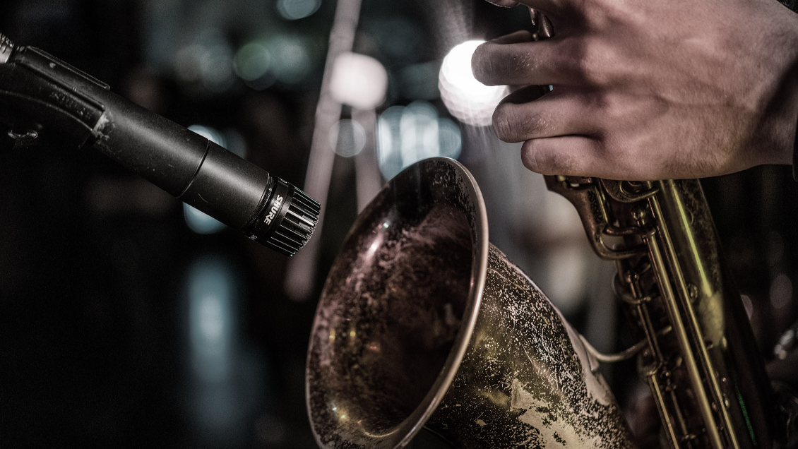 SM57 with a Saxophone
