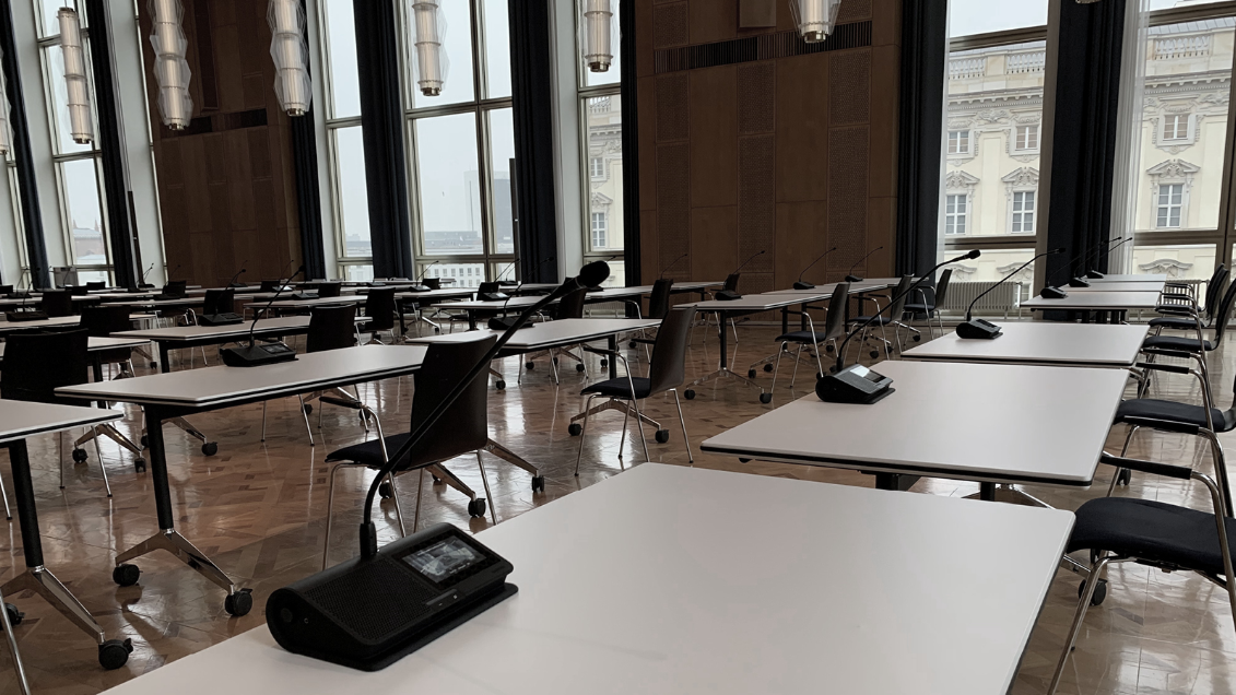 Shure Microflex Complete Wireless and Microflex Advance Enable Hybrid Lectures at ESMT Business School Berlin